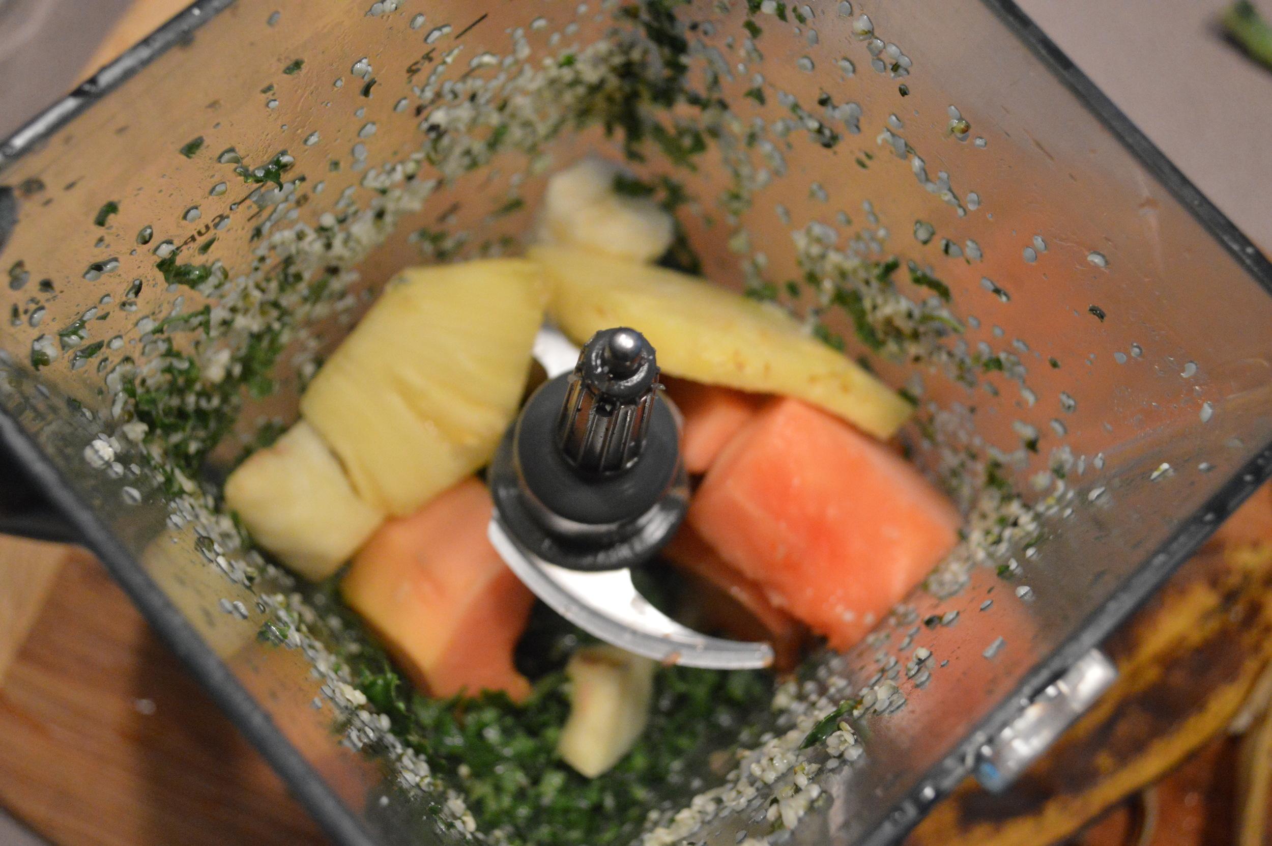 Kale & Fruit Green Smoothie