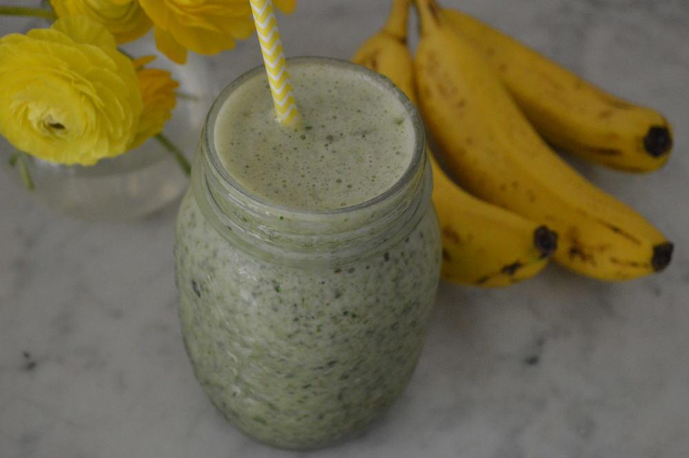 pineapple & Banana green smoothie