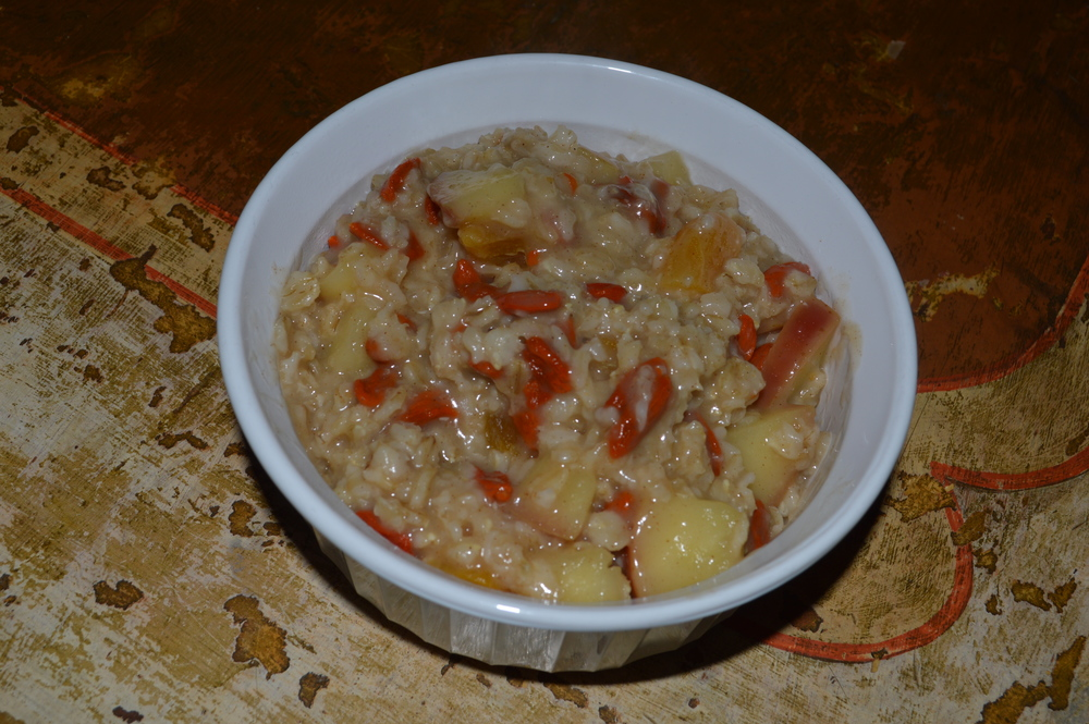 Apple, Goji Berry, Apricot Fall Oatmeal