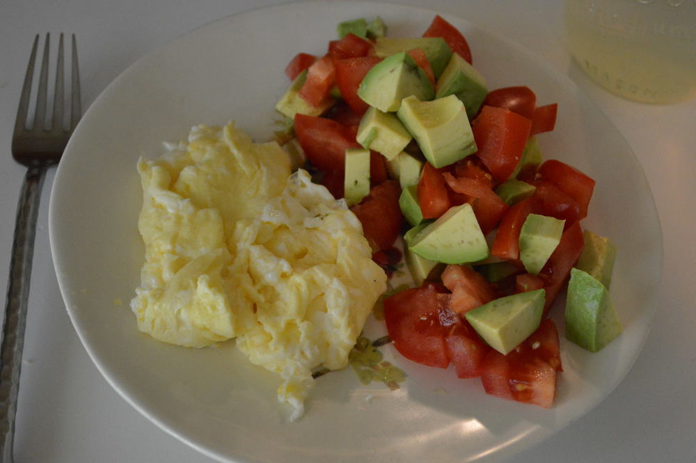 Scrambled Eggs with Tomato & Avo
