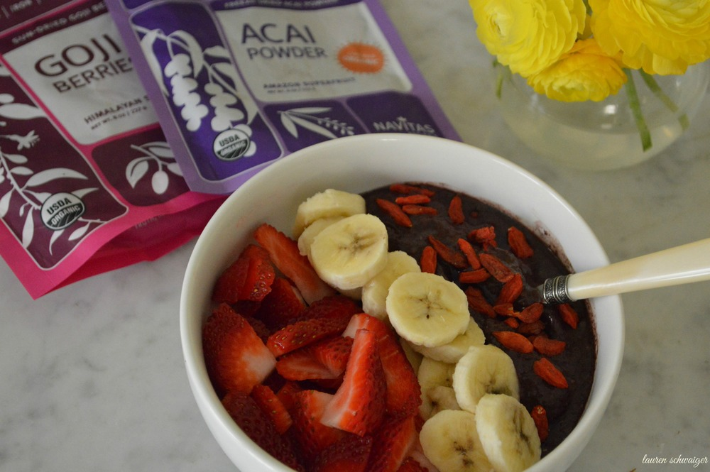 Acai Superfoods Bowl - LaurenSchwaiger.com