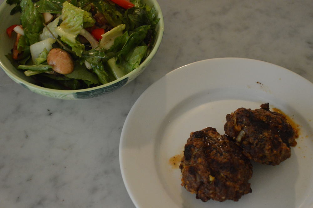salad + beef frikadellen