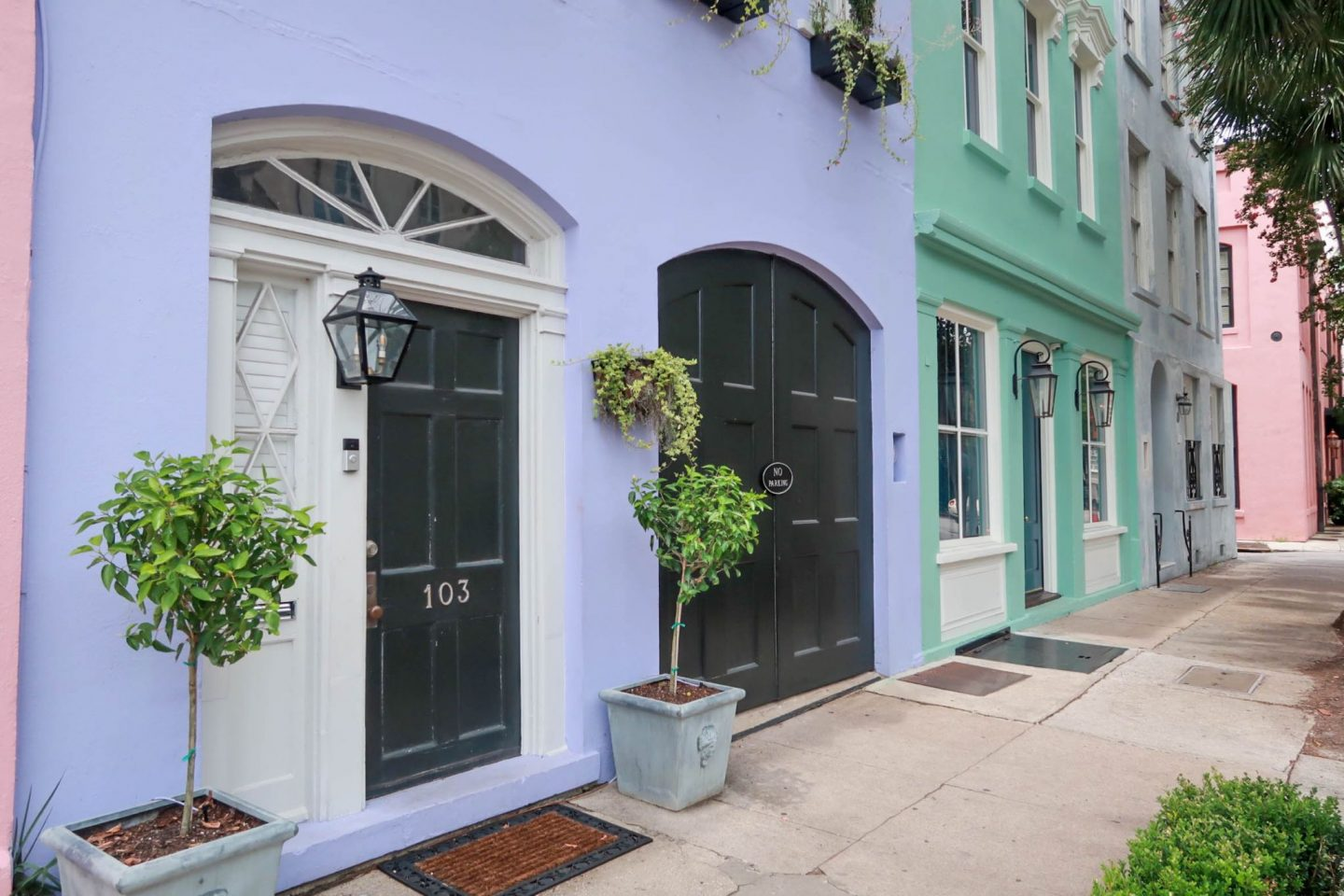 rainbow row - Charleston - Lauren Schwaiger - travel blog