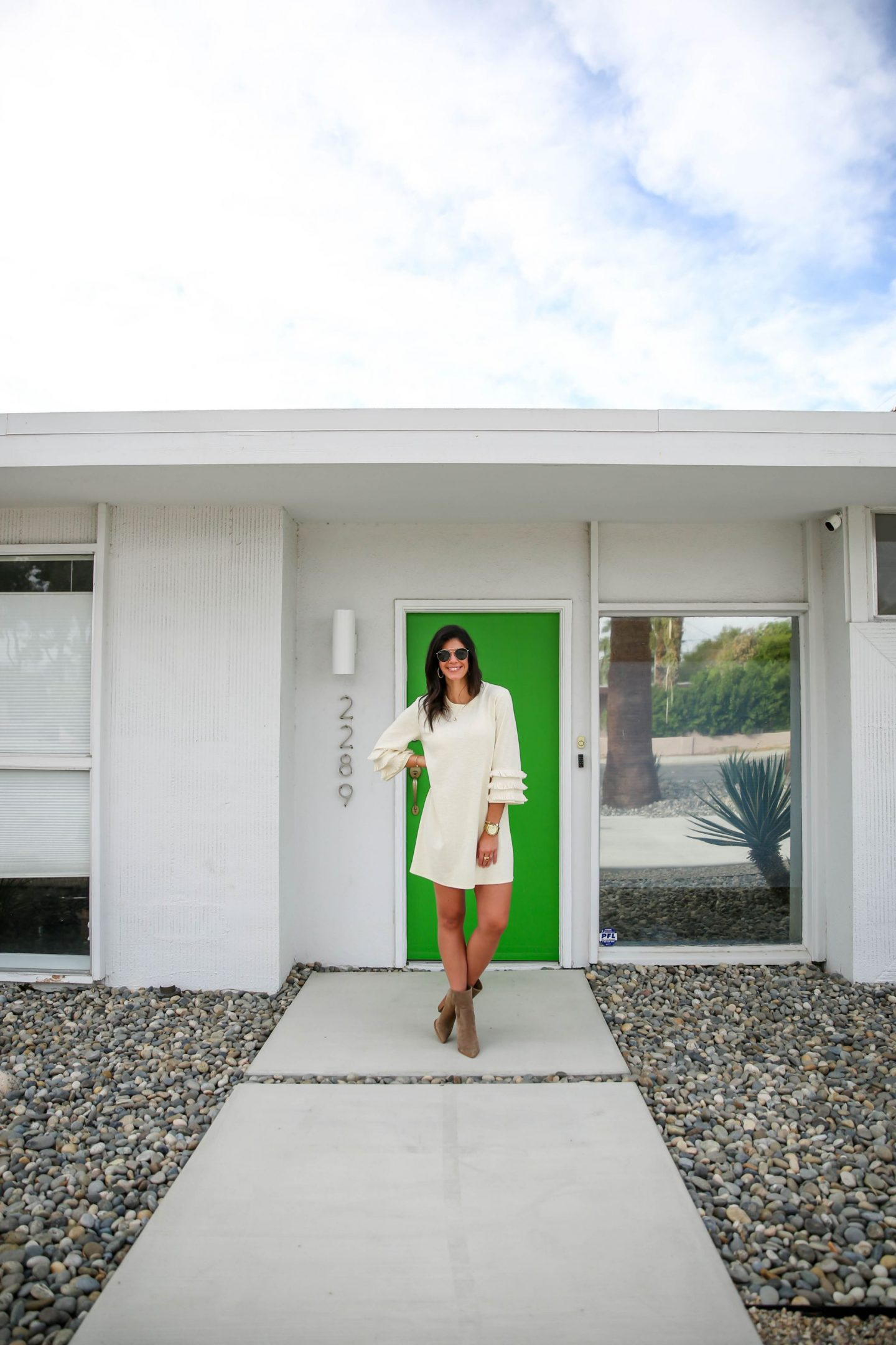 modern house - Palm Springs - Lauren schwaiger lifestyle blogger