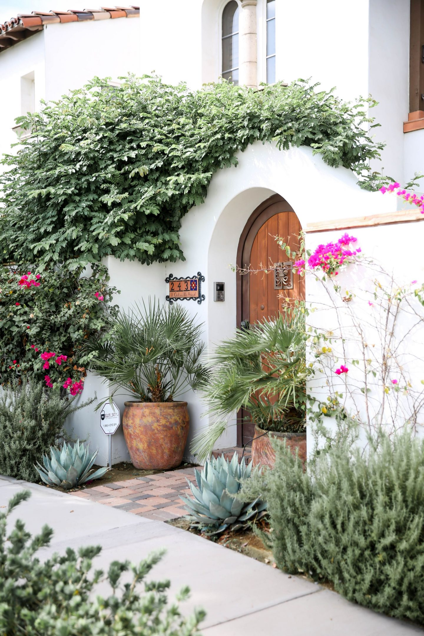 Palm Springs Bungalow - Lauren Schwaiger Travel Blog