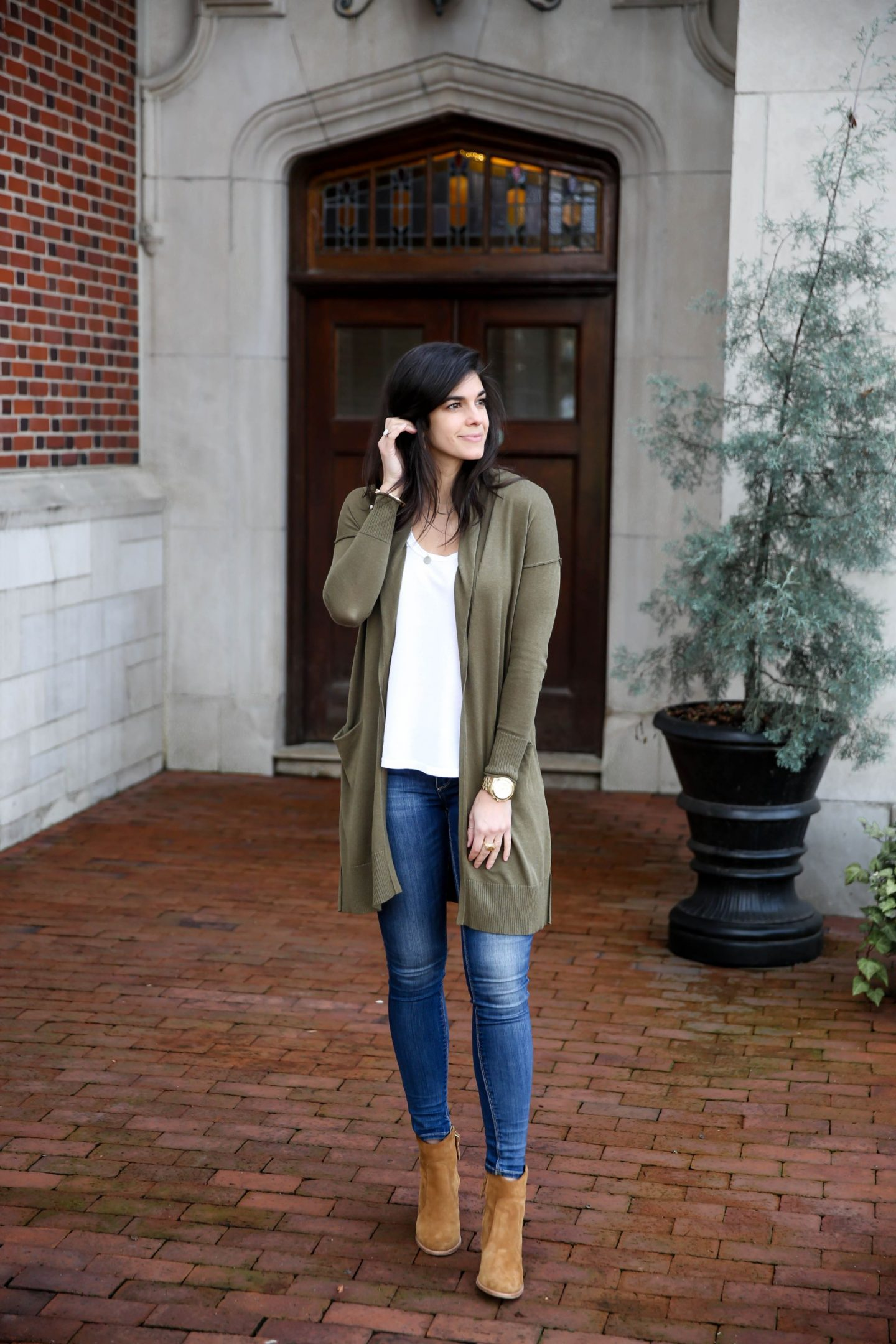 olive green cardigan - spring style - Lauren Schwaiger