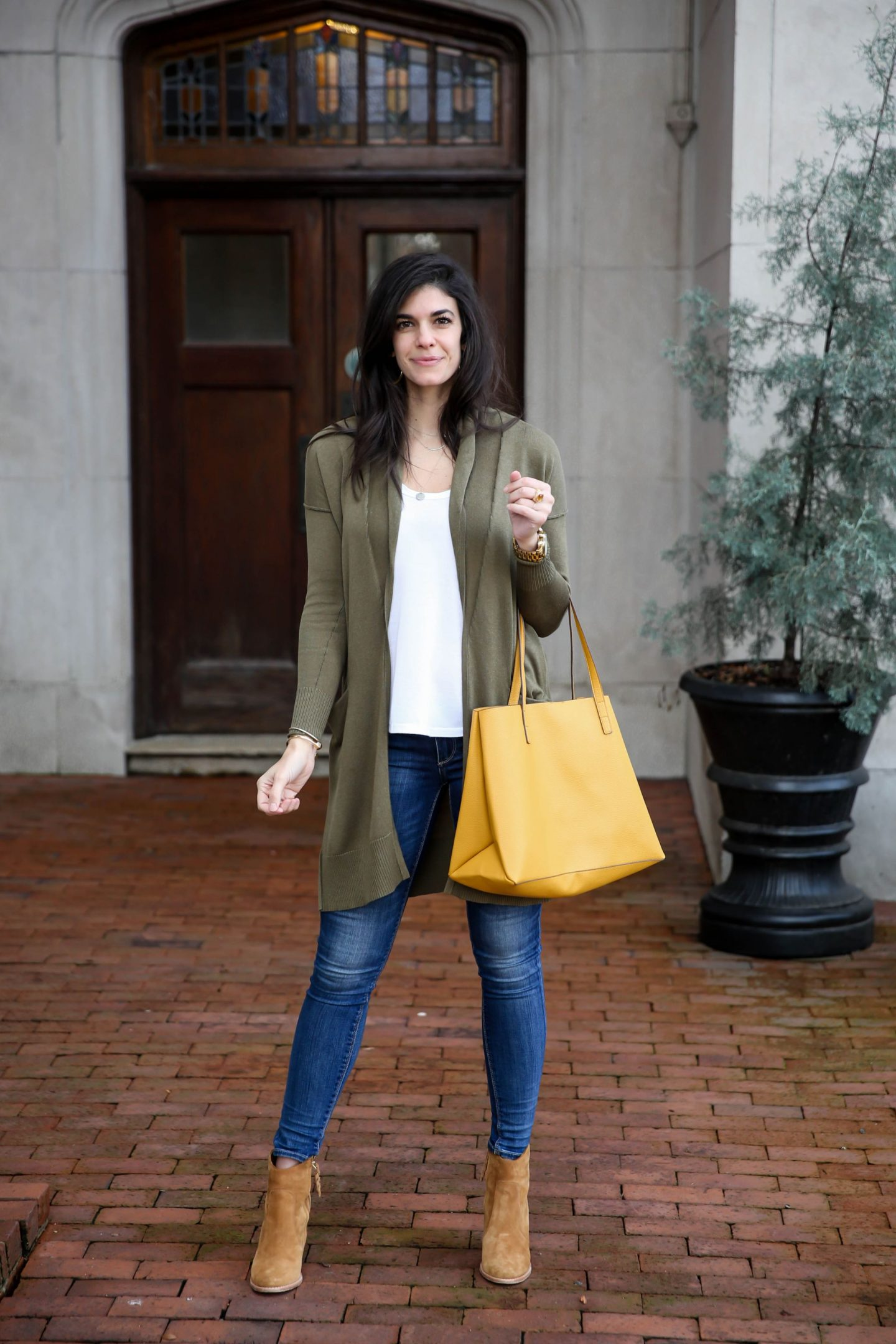 yellow tote - spring style - Lauren Schwaiger outfit inspiration