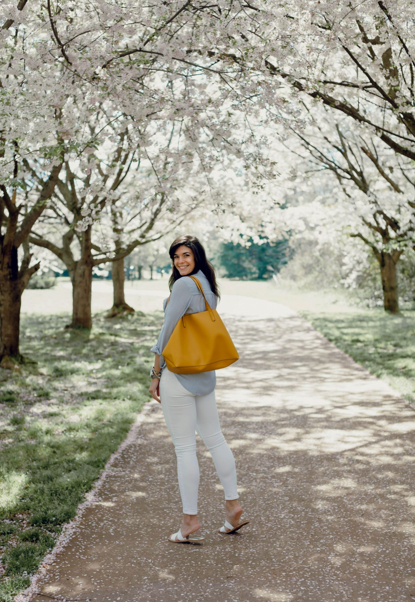 yellow tote bag - spring outfit inspiration - Lauren Schwaiger style blog