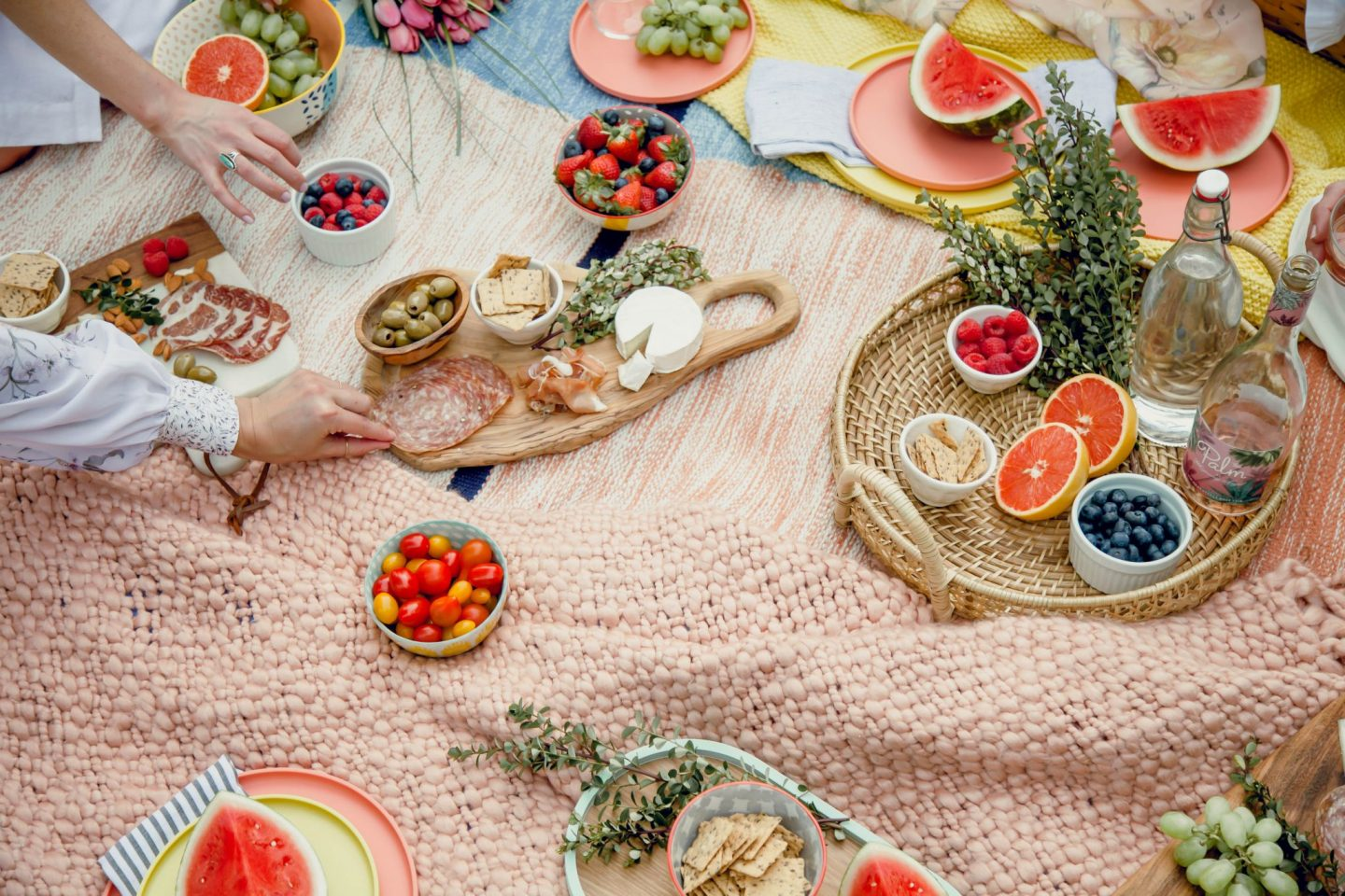 How to Host The Perfect Picnic - Lauren Schwaiger Lifestyle Blog