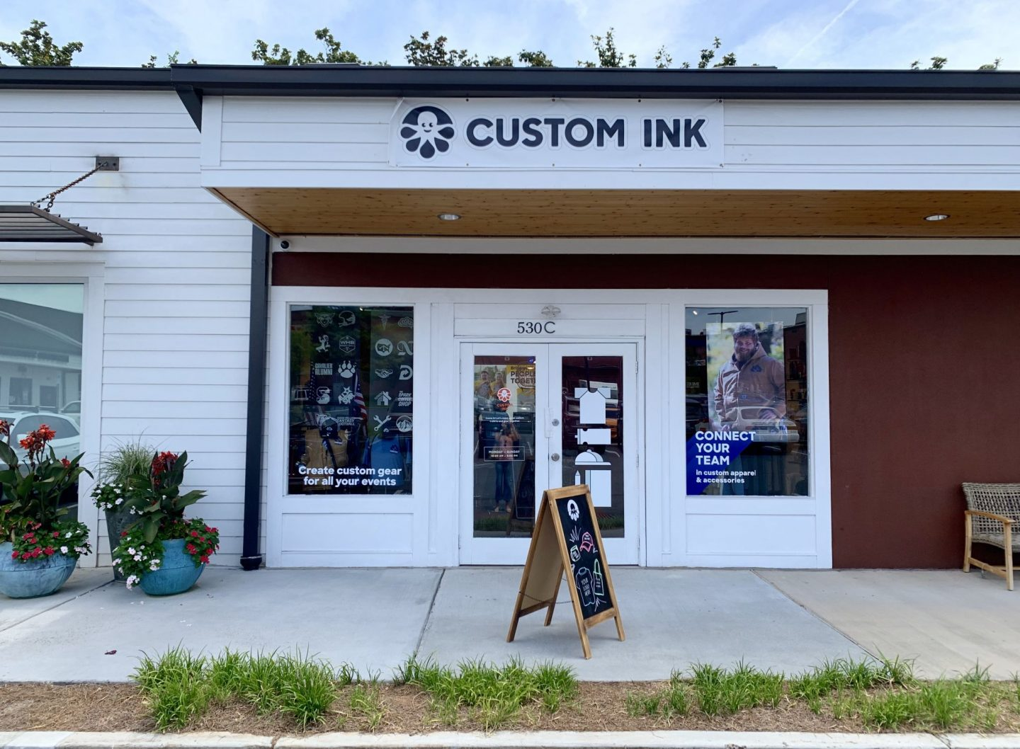 Custom Ink - Park Road Shopping Center - Charlotte, NC - Lauren Schwaiger Lifestyle Blog